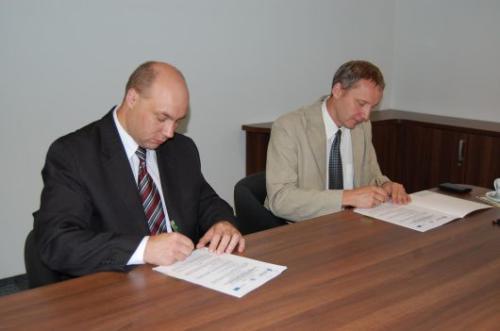 Od lewej : przedstawiciele Strzeleckich Wodociągów i Kanalizacji Sp. z o.o.: Wiceprezes - Tomasz Gibki oraz Prezes – Marian Waloszyński.