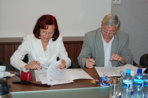 Od lewej: przedstawiciele Wytwórni Urządzeń Komunalnych WUKO Handel Spółka z o.o.: Urszula Anselm – Prezes Zarządu oraz Adam Ułamek – Członek Zarządu.
