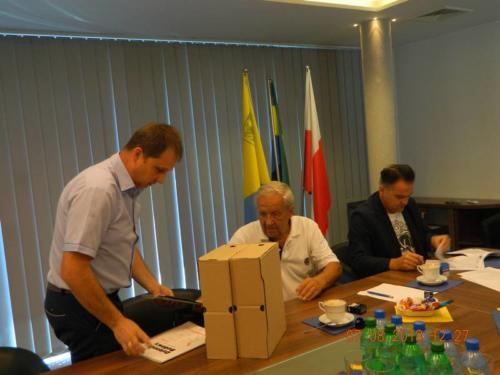 Podpisanie umowy na budowę kanalizacji sanitarnej w ul. Pięknej, Wilkowskiego, Opolskiej, Kolejowej oraz dokończenie modernizacji sieci kanalizacyjnych i wodociągowych w ul. Leśnej w Strzelcach Opolskich – 7 sierpień 2018r.